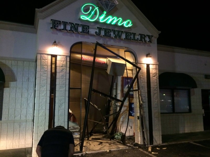 Gainesville Police Man Rammed Car Into Jewelry Store In Overnight Burglary